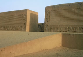 LIMA / TRUJILLO � SUN AND MOON TEMPLE -CHAN CHAN - HUANCHACO
